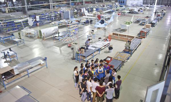 ifly_triton-china-factory_meeting-s